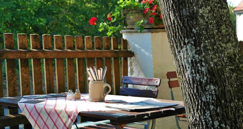 table en bois extérieur